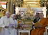 Il Papa dona al patriarca buddista il documento di Abu Dhabi
