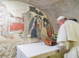 Il Papa: «Il presepe aiuta la trasmissione della fede»