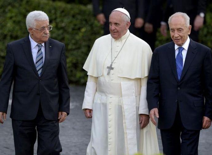 Papa Francesco in Vaticano con i presidenti di Israele e Palestina