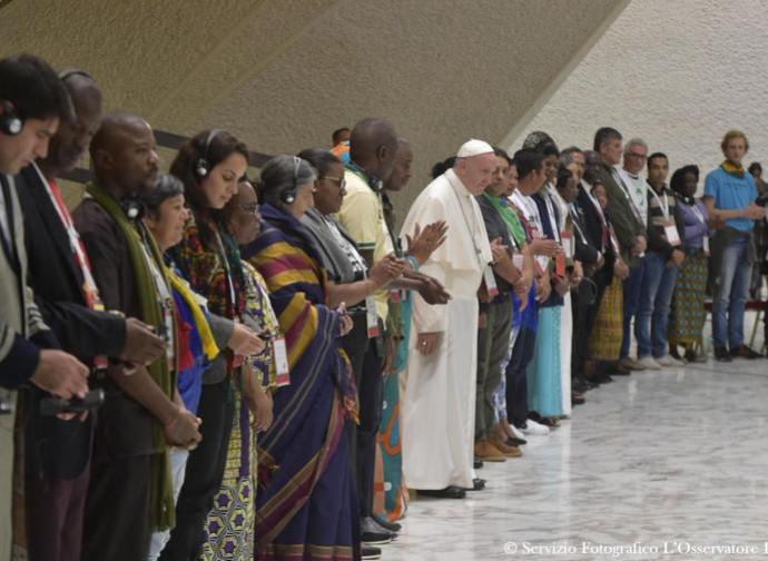 Il Papa con i rappresentanti dei Movimenti Popolari