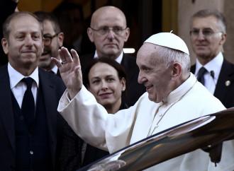 Quanta ipocrisia nella stampa che elogia le parole del Papa
