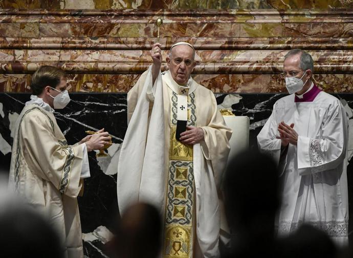 Il Papa durante la benedizione Urbi et Orbi