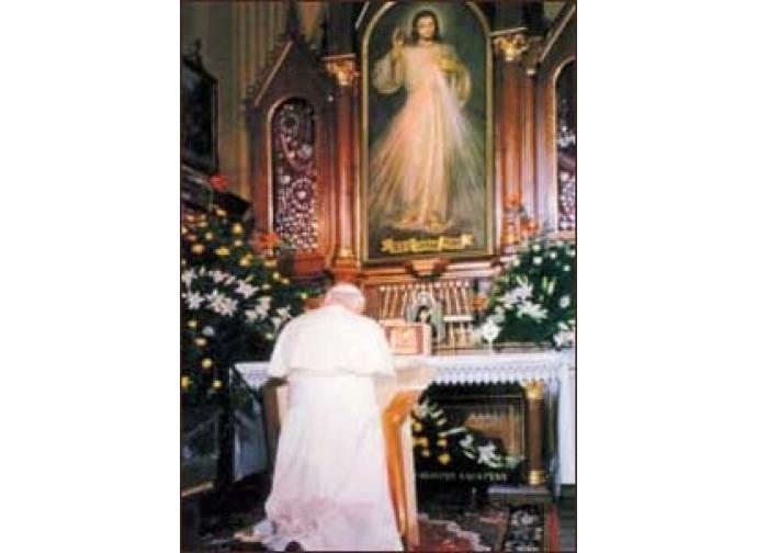 Giovanni Paolo II prega al Santuario della Misericordia