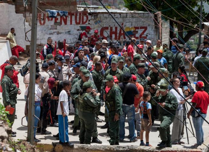 Forze armate bolivariane schierate a Caracas