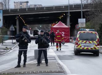 Attentato con coltello, tocca ancora a Parigi