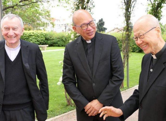 Il segretario di Stato Parolin, monsignor Peter Choy e il cardinale Tong