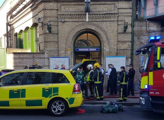 Londra, primi soccorsi a Parsons Green