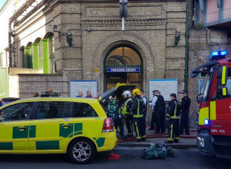 Bomba in metropolitana, terrore a Londra