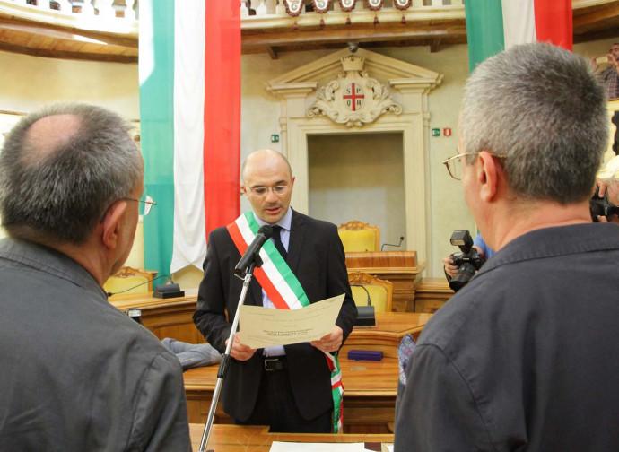 Il sindaco di Reggio celebra in Sala del Tricolore un'unione civile