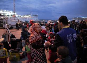 L'Oim trasferisce migliaia di emigranti e rifugiati dalle isole greche alla terraferma