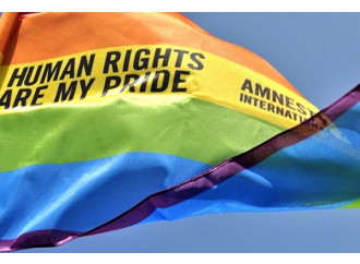 Avanza la dittatura del pensiero gender.  L'Europa vieta di criticare i diritti gay e Lgbt