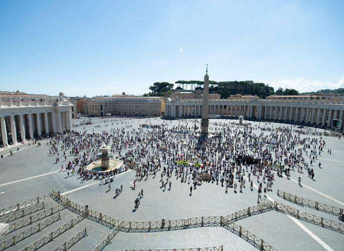 Piazza san Pietro durante l'Angelus