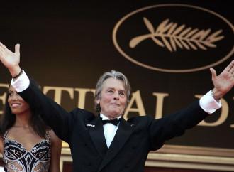 """Festival di Cannes: accuse """"omofobe"""" a Delon"""