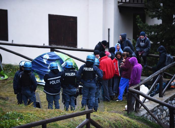 Polizia e no borders a Claviere