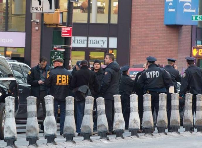 New York, polizia sulla scena dell'attentato