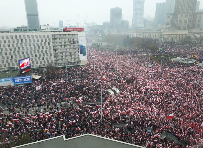 Un'immagine della straordinaria marcia per l'indipendenza