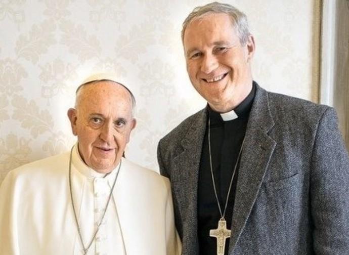 papa Francesco e il vescovo Bezak
