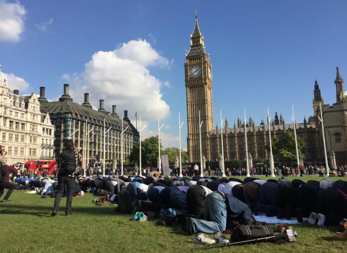 Musulmani in preghiera a Londra