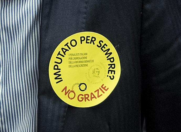 Prescrizione, la spilla della protesta di Forza Italia