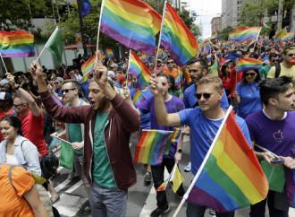 Gay pride e ventimila pellegrini nello stesso giorno a Pompei