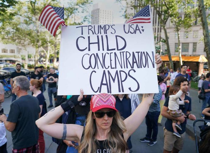 Protesta contro la separazione dei minori