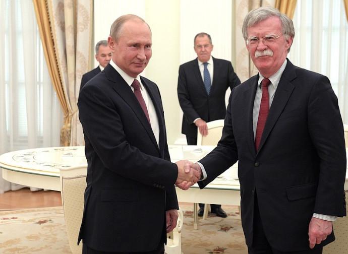 Vladimir Putin e John Bolton