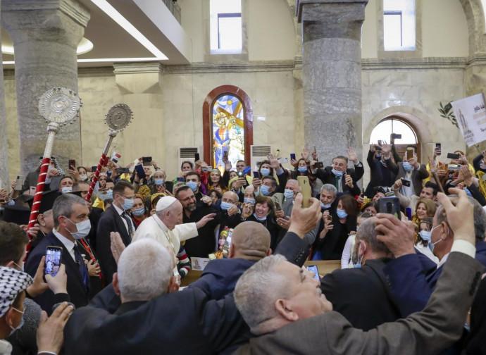 Papa Francesco nella basilica di Qaraqosh