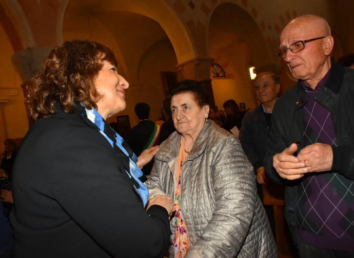 L'abbraccio tra Rosanna Rivi e Meris Corghi