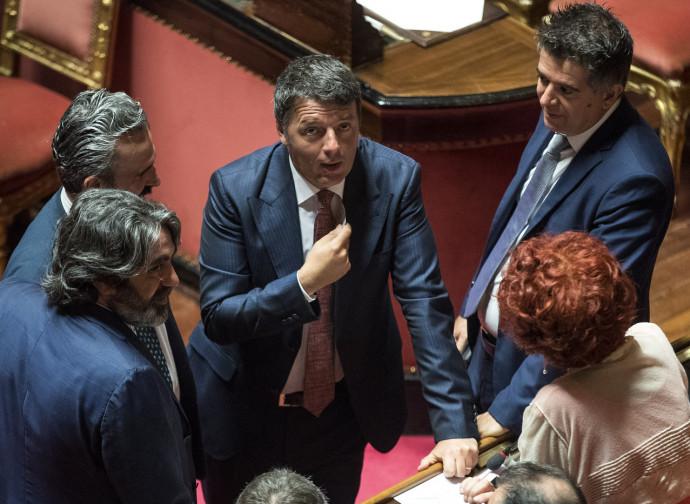 Matteo Renzi e i senatori del Pd