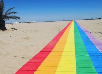 Passerella da spiaggia arcobaleno