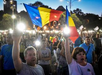 Bucarest, la piazza in protesta