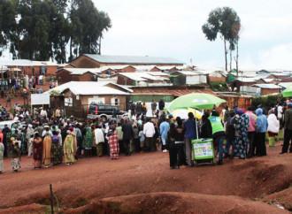 Rwanda, la polizia spara sui rifugiati che protestano per il cibo