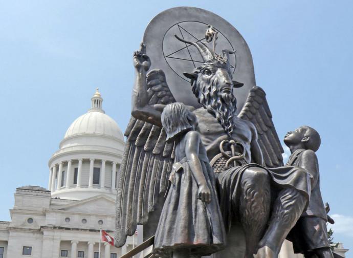 Monumento fatto erigere dai Satanic Temple