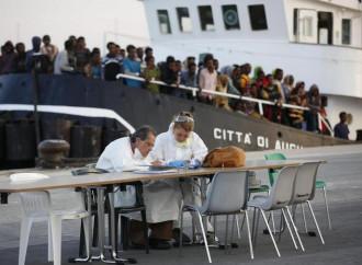 Immigrati clandestini, un'emergenza alimentata dal governo