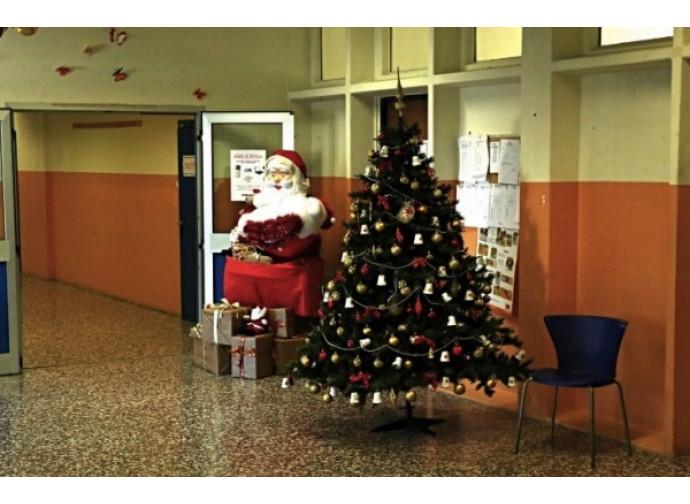 L'ingresso denell'istituto Garofani di Rozzano (Milano) dove il preside ha proibito i canti di Natale