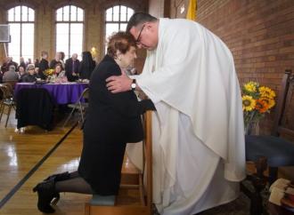 """Prete a 52 anni: """"Ero senza Dio ma mia madre pregava"""""""