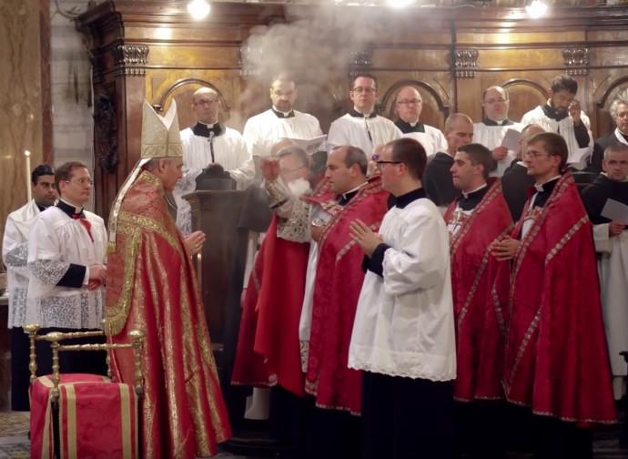 Mons Gaenswein celebra i vespri in forma straordinaria