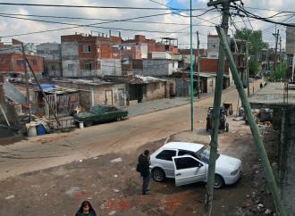 Contro la povertà, Fernandez chiede aiuto ai preti
