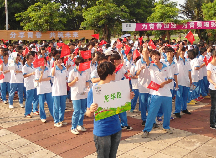 Cina: scolari in divisa
