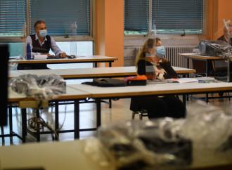 Disastro scuola, protesta corale contro la Azzolina