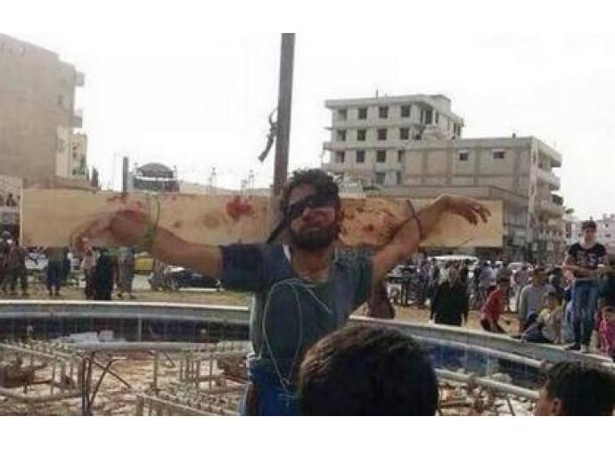 Uno dei crocifissi di Raqqa