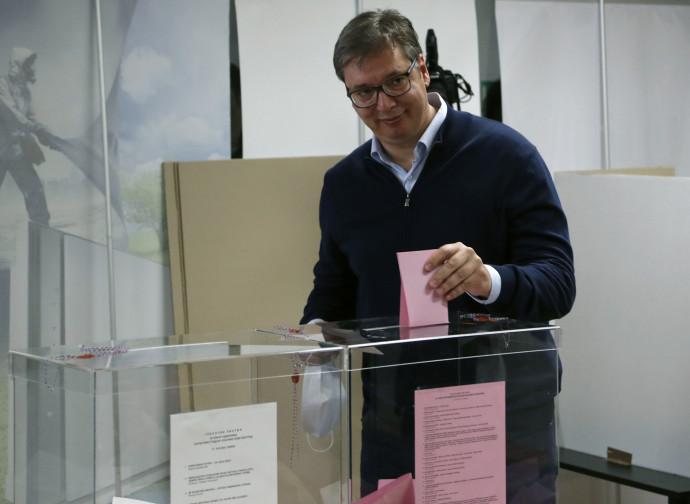 Il presidente serbo Vucic al voto