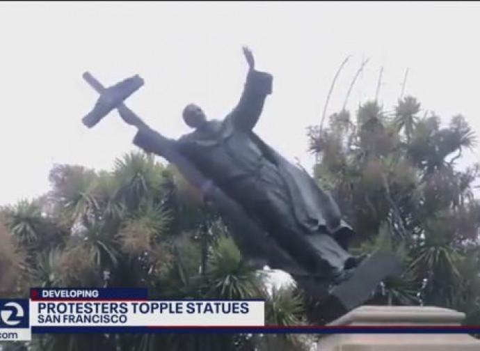 Abbattuta la statua di San Junipero Serra a San Francisco