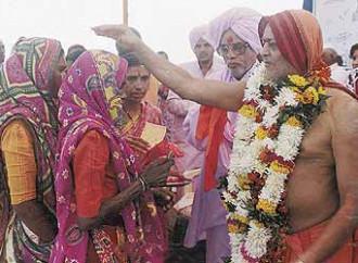 """Gli integralisti indù costringono i cristiani a """"riconvertirsi"""""""