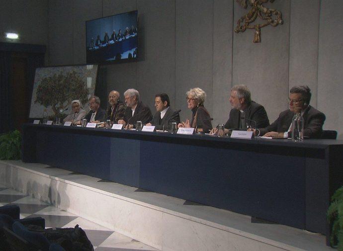 Il tavolo dei relatori al briefing del 25 ottobre