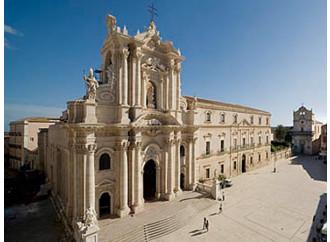 Duomo di Siracusa: meraviglia barocca, vestigia greche