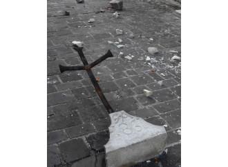 Il Cristo abbracciato per comprendere il sisma