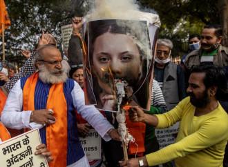 Manifestazioni popolari contro Greta Thunberg a Delhi