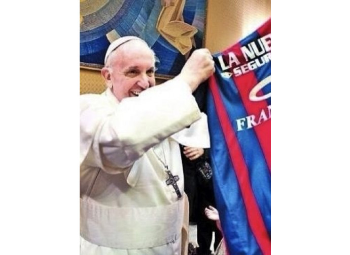Francesco con la bandiera del San Lorenzo