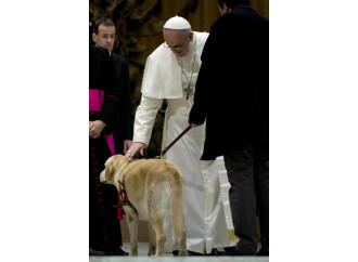 Gli animalisti mettono la museruola anche al Papa